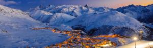 La station de ski de l'Alpe d'Huez en pleine nuit